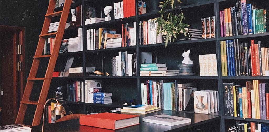 adjektivsjuka – bokhylla glyptoteket