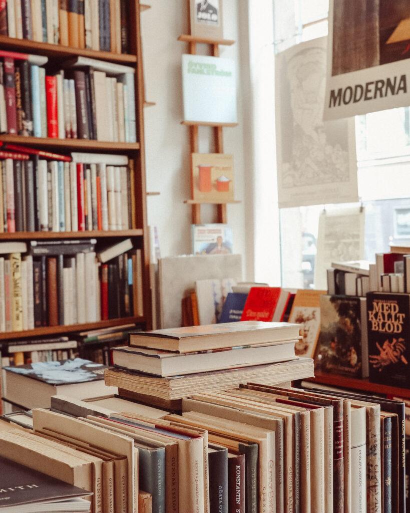 antikvariat hundörat bokhandlar stockholm