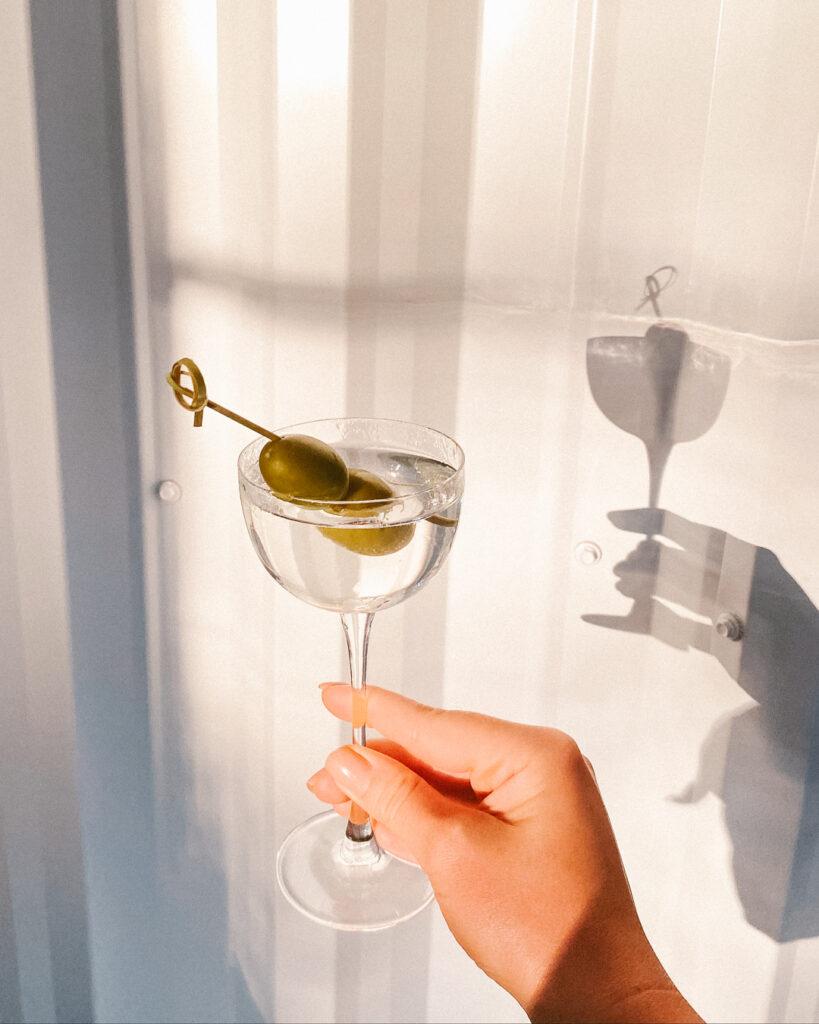 författares favoritdrinkar annie sexton dry martini
